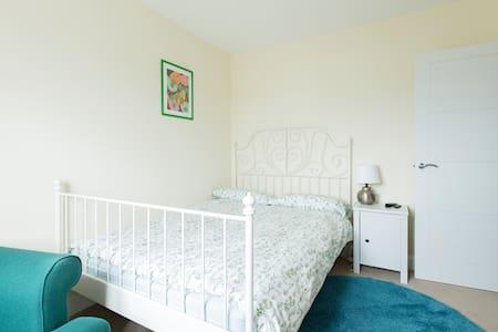 Modern room close to city centre - Leeds - House