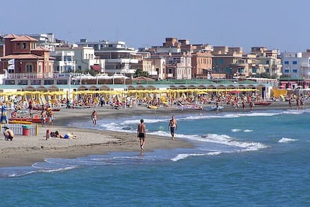 Near FIUMICINO AIR and COLOSSEUM - Lido di Ostia - Wohnung