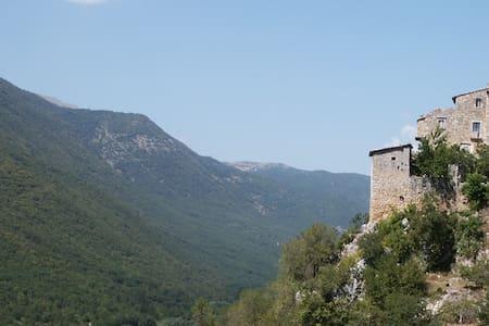 Torre del Cornone, rooms in Abruzzo - House