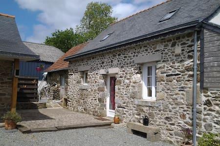 Petite maison en pierre de 70m2 - Bodilis - Haus