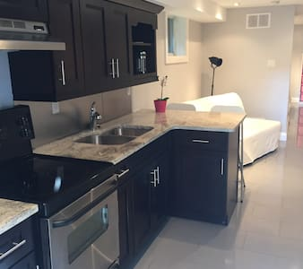 Central modern apt w/ laundry - Toronto - Appartement