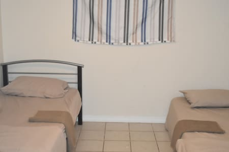 1 Bedroom - HEART of TORONTO close to Little Italy - Toronto