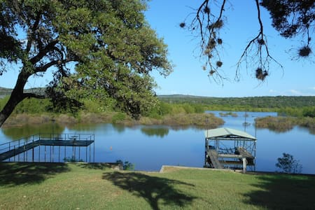 Bald Eagle Cottage on Lake Buchanan - Tow