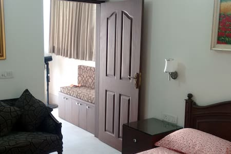 Tasteful Upscale Apartment with Quality Furnishing - New Delhi