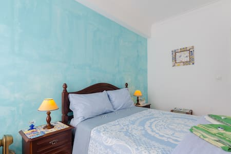 Double bed near Lisb airport(Blue) - Apartment