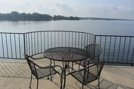 Gorgeous Lake Views- Two Bed-Long term discounts!! - Willis - Társasház