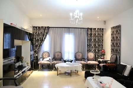 Hurry up huge Villa in Al Barsha - Haus