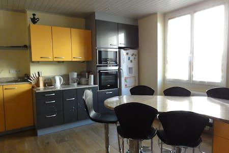 Joli appartement refait au RDC - Saint-Genest-Lerpt - Lejlighed