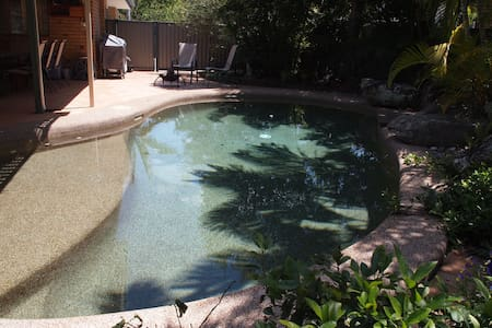 Tropical retreat, close to train and airport - Boondall - Hus