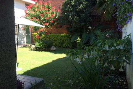 Habitación cerca ExpoGDL, baño privado y vestidor - Guadalajara
