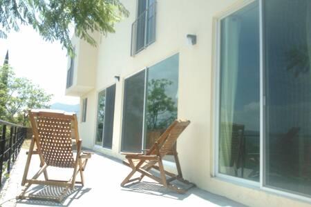 Confortable casa con vista al lago - Chapala