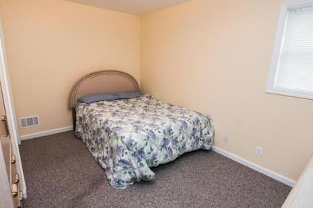 Two Bedrooms Available for short term or long term - Hazlet - Casa
