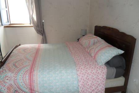Chambre meublée avec petit déjeuner - House
