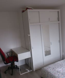 Cosy room in Kurim centre - Appartamento
