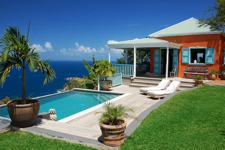 Stylish, secluded villa with pool, stunning views - House