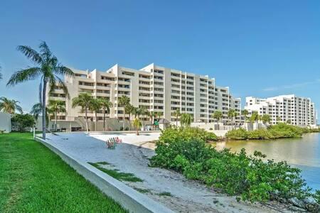 Inviting 1BR Hudson Condo - Condominium