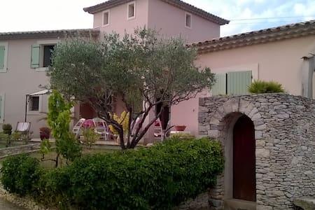 Chambre d'Hôtes (bleue) sur Tavel - Proche Avignon - Dům pro hosty