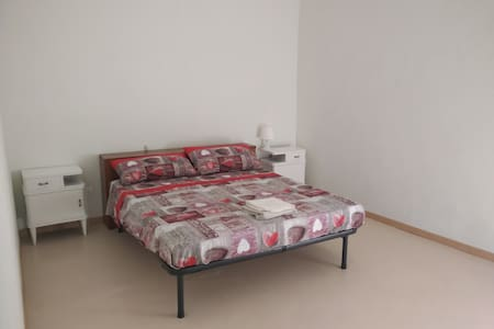 Apartments in Cremona Center near Lutherie School - Huoneisto