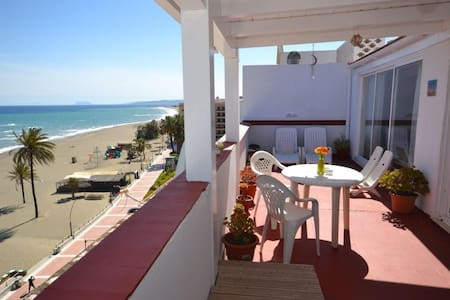 Beachfront penthouse studio in Estepona! - Apartament