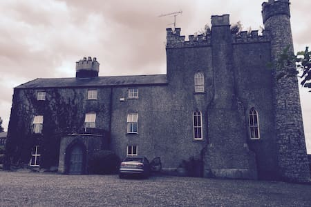 12th Century Skryne Castle Lodging - Bed & Breakfast