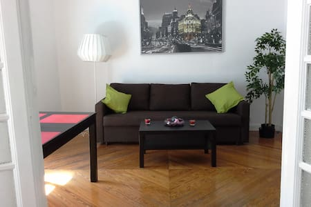 1-7.Las Cortes.Sol.Madrid Center. 70m2.Bright.A/C. - Madrid - Apartment