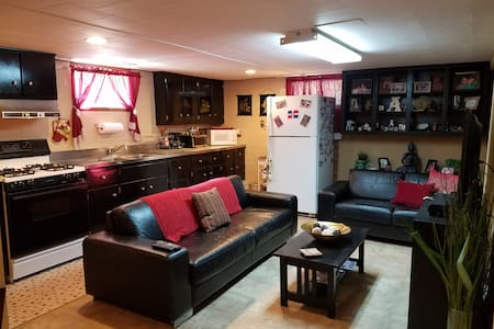 Clean & cozy basement apartment, 10 min to JFK - Valley Stream - Casa
