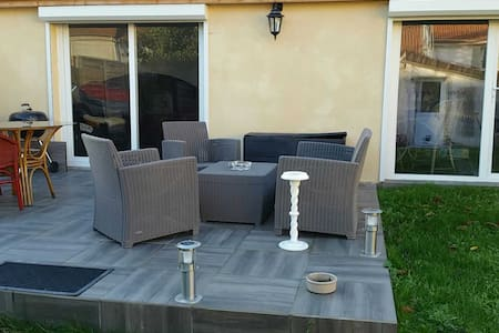 nice flat next to cdg airport - Roissy-en-France - Penzion (B&B)
