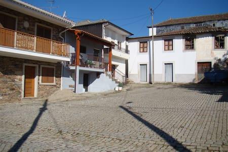 Casa T3 a 15 mn da Praia Fluvial Mirandela - Veiga de Lila - Haus