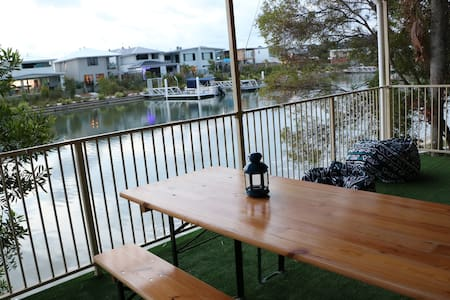 Waterfront duplex, 3 bedroom, 5 mins to Mooloolaba - Mountain Creek