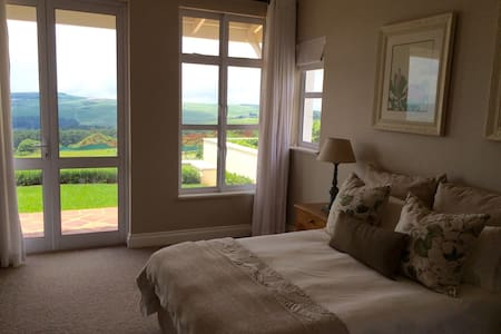 Beautiful suite, stunning views! - House