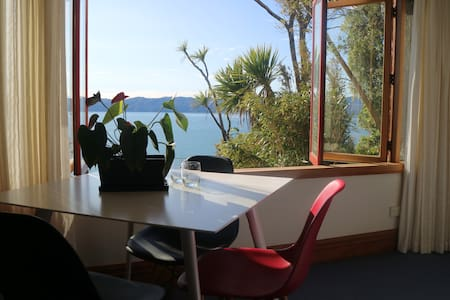 A toasty warm room with dramatic ocean views. - Lower Hutt - Rumah