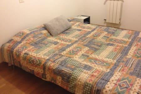 Habitación con cama de matrimonio - Rivas-Vaciamadrid