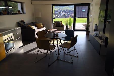 stylisches Studio (45m²) in ruhiger Toplage - Neuffen - Lejlighed