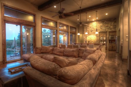 Waterfront Lake Travis on 6 Acres w/Dock and Ramp - Spicewood - Maison
