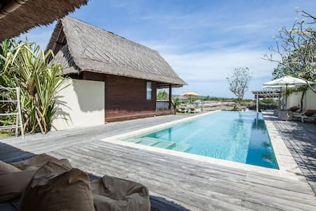 RELAX, SLEEP, SWIM IN 4 BEDROOMS@FRONT SANDY BEACH - Nusapenida