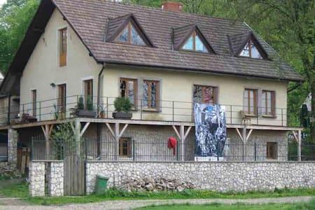 Pokoje w domu w Tyńcu nad Wisłą - Krakau - Haus