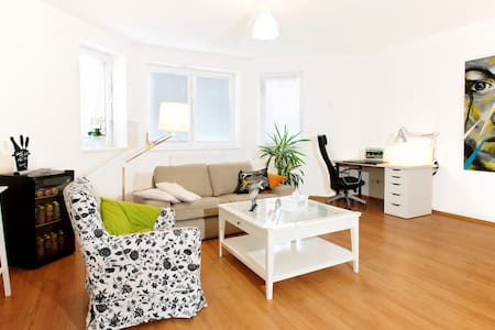 Large apartment for up to 12 people - Slaný 1 - Wohnung