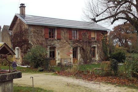 la vie à la campagne a deux pas de poitiers - Nouaillé-Maupertuis - House