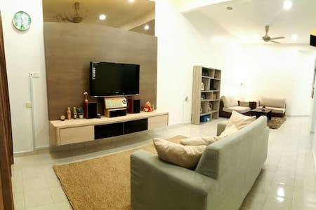 The Homestay @Kluang Delima2 如溫民宿 - House