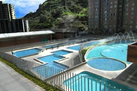 Hermoso apartamento en unidad cerrada,con 11 pisci - Selveierleilighet