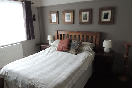 Double bedroom in Stretford - House