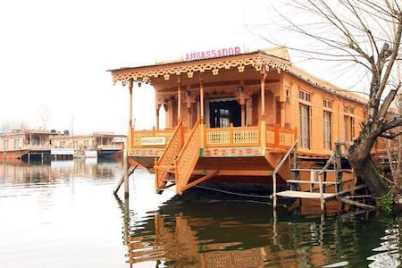 Houseboat Ambassador - Srinagar - Bed & Breakfast