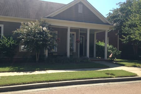 Cottage just off Historic Square - Collierville - Casa