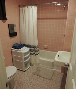 Comfortable Studio, 10 min walk to Harvard Sq T - Boston - Apartment