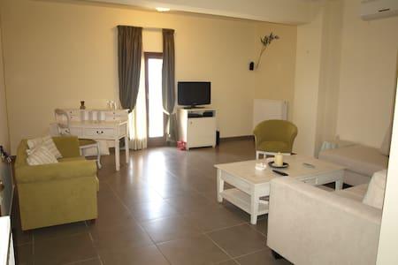 Porto Mani Suite - Κυπάρισσος