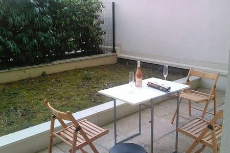 Nice Flat with Terrace - La Défense Paris - Apartament