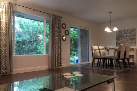 Private Condo in Downtown Bellevue - Συγκρότημα κατοικιών