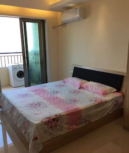温馨的锦绣海湾城公寓,独立大阳台,风景特别好,配备齐全,1.8米大床 - Zhongshan