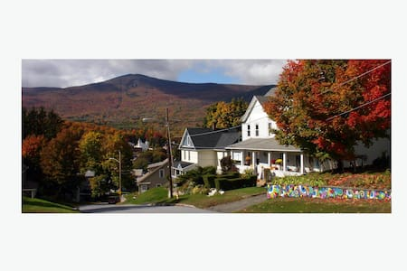 Cozy duplex with Mt. Greylock views - Pis