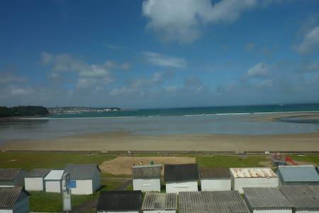 Grande maison face à la plage avec vue imprenable! - Talo